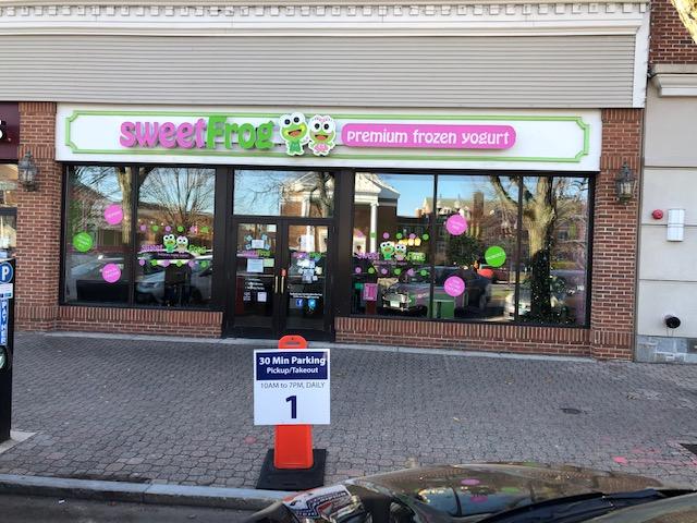 Sweet Frog Frozen Yogurt - Formerly Friendlys Restaurant | West Hartford Ct